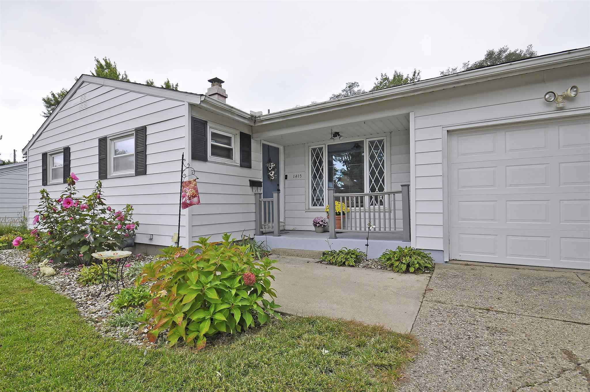 1415 Crestwood South Bend, IN 46635