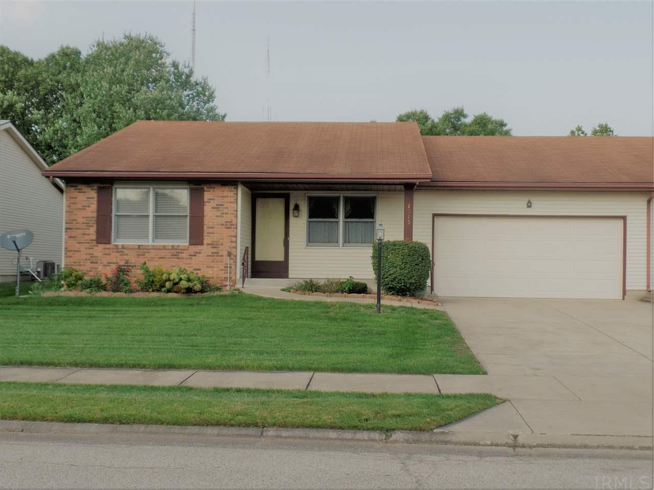 1915 Stonehedge South Bend, IN 46614