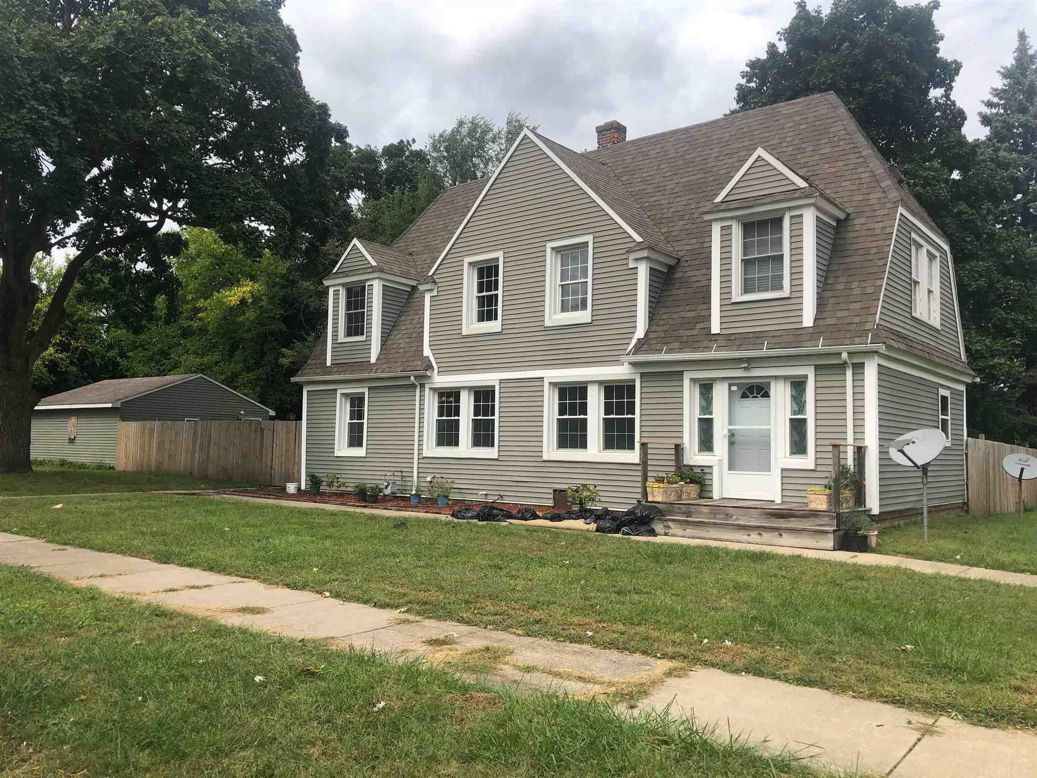 2617 Erskine South Bend, IN 46614