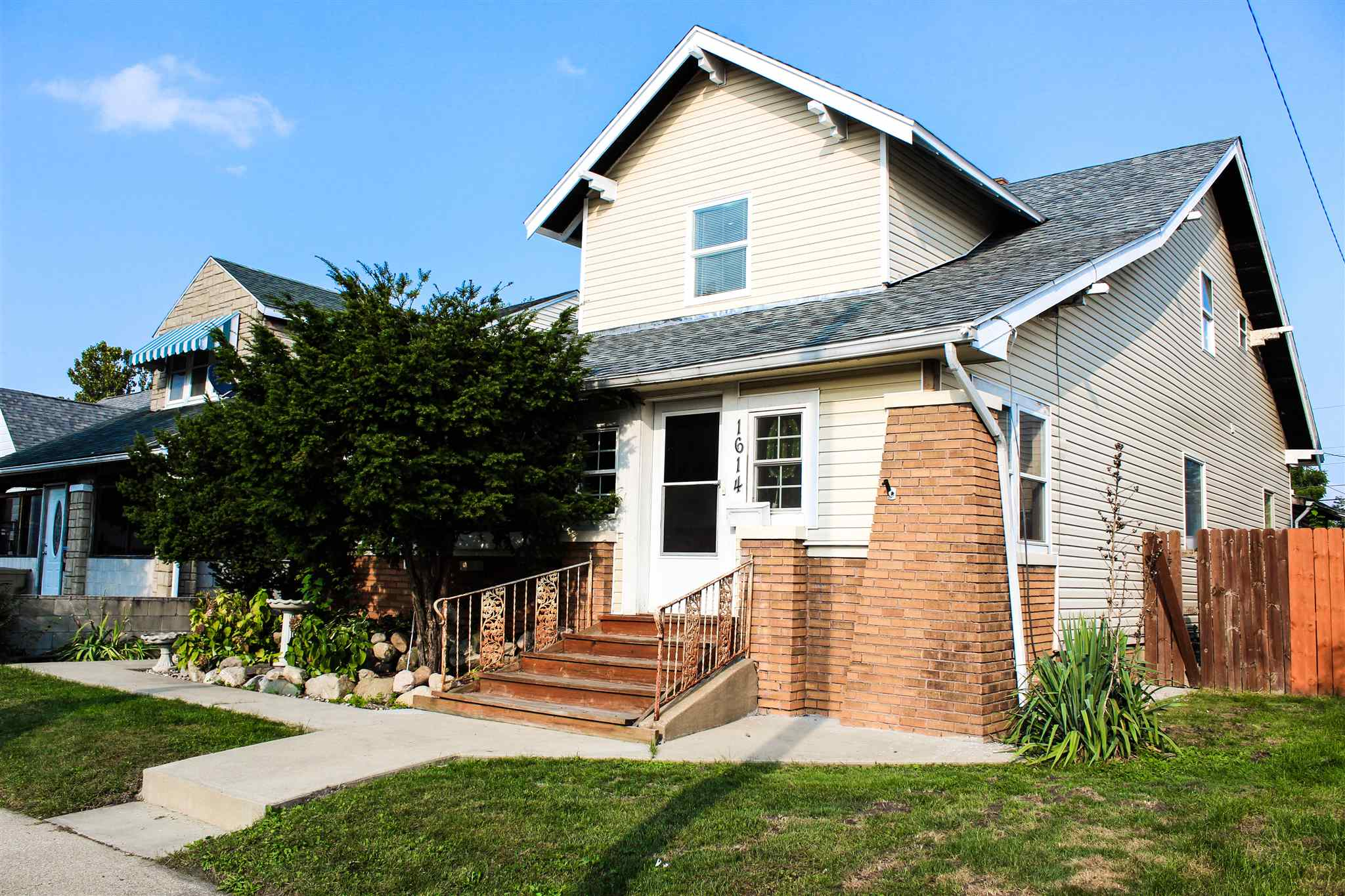 1614 Magnolia South Bend, IN 46613