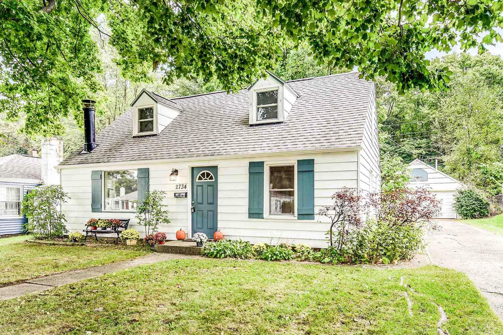 2734 Woodmont South Bend, IN 46614