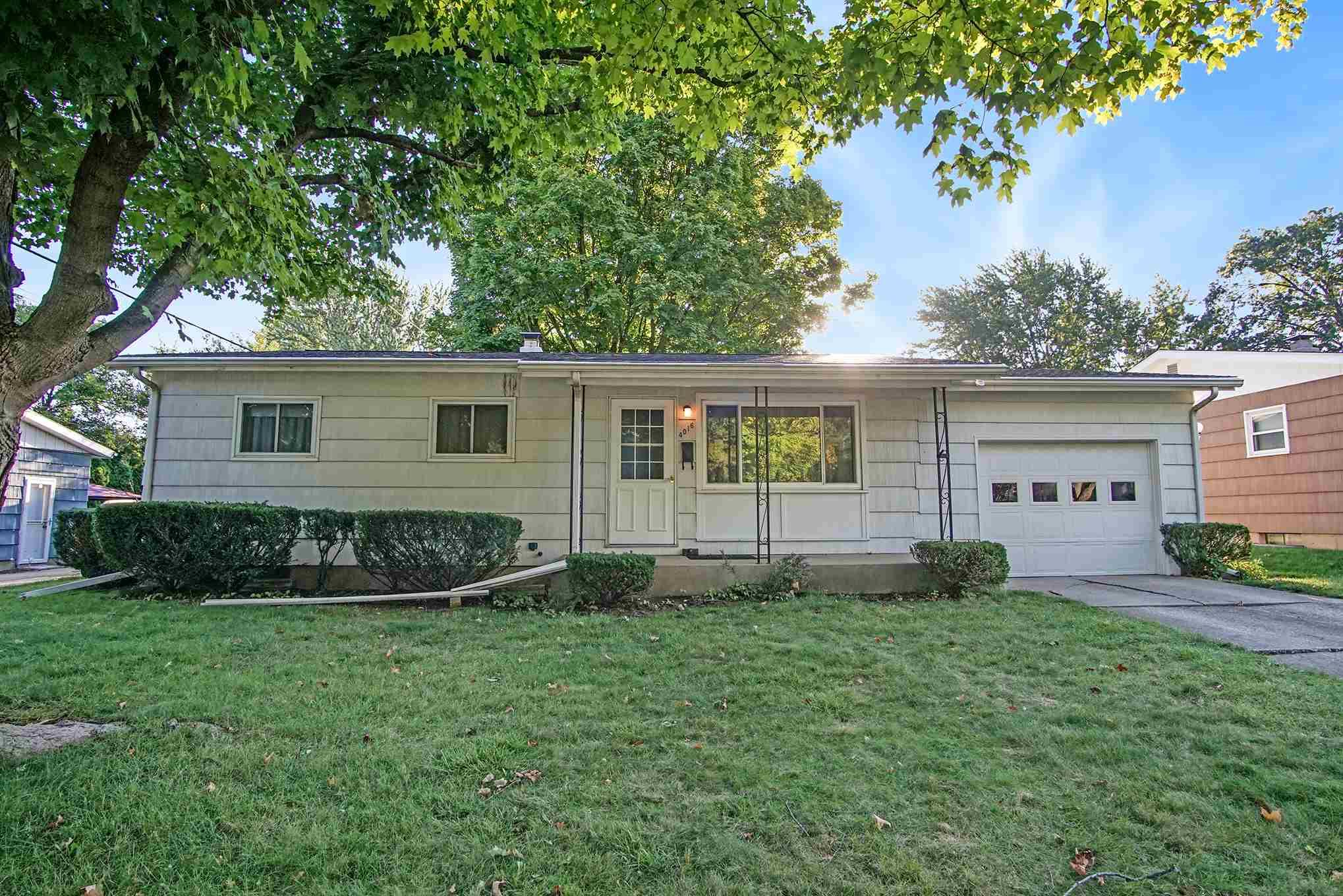 4016 Manor South Bend, IN 46614