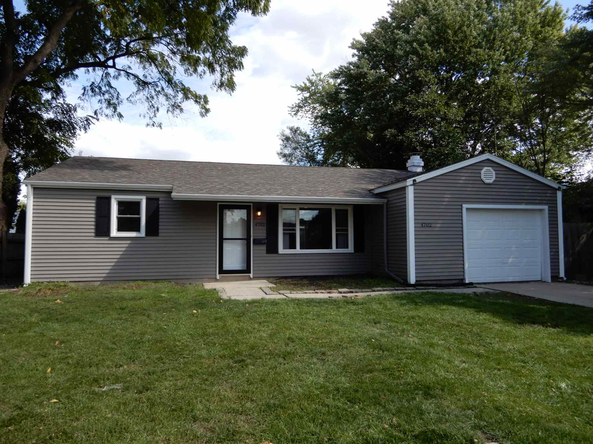 4702 York South Bend, IN 46614
