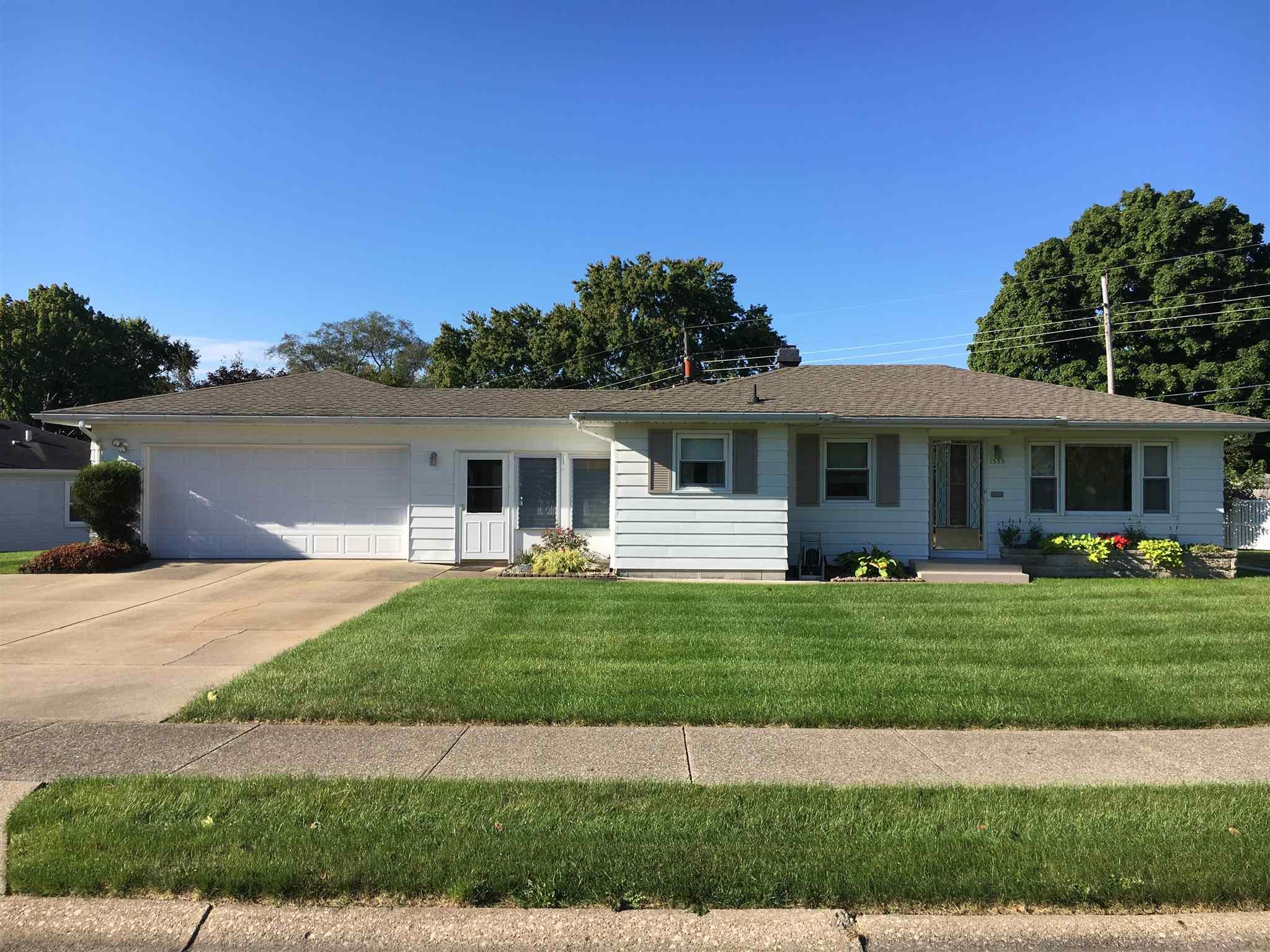 1333 Sussex South Bend, IN 46628