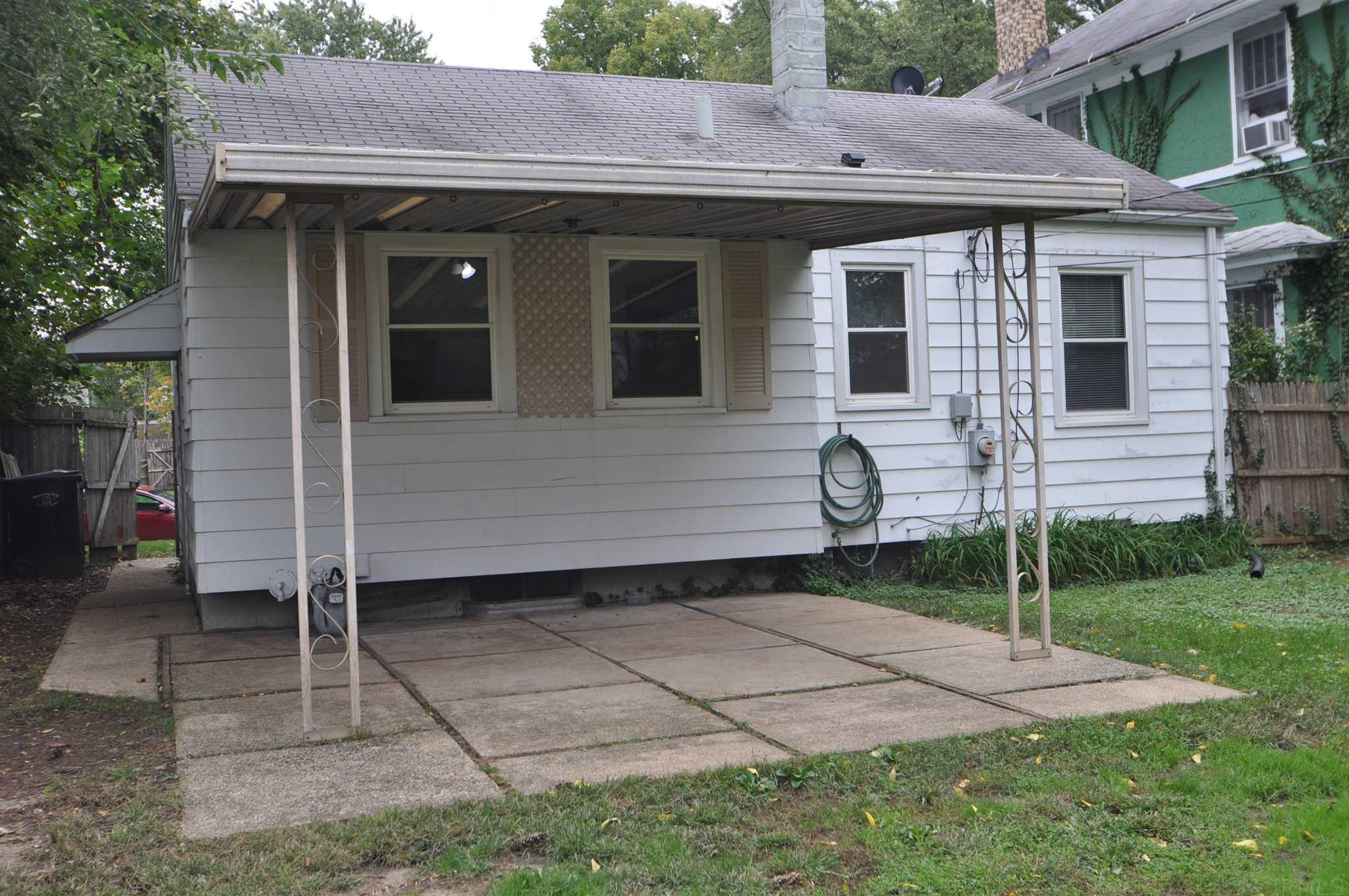 1011 Clover South Bend, IN 46615