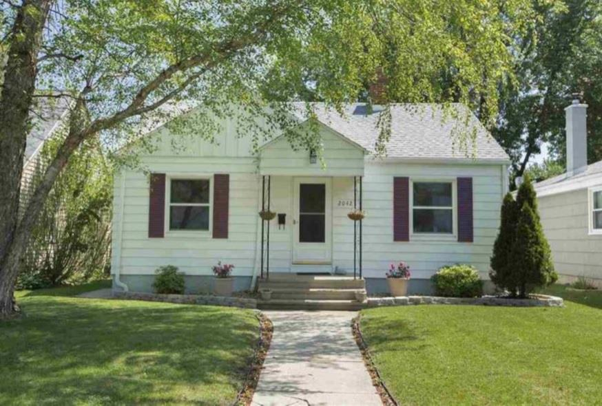 2042 Hollywood South Bend, IN 46616