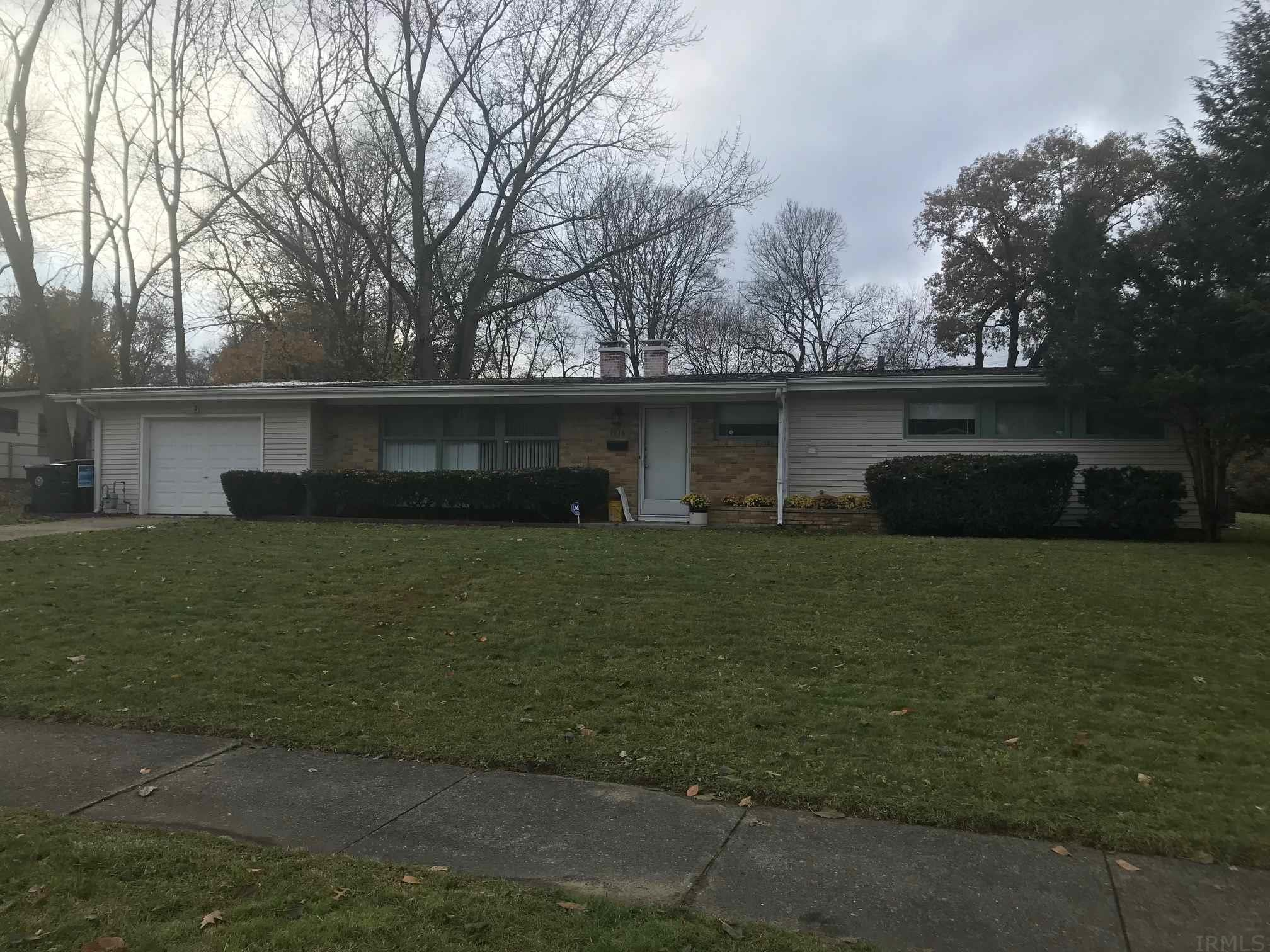 3015 Hilltop South Bend, IN 46614