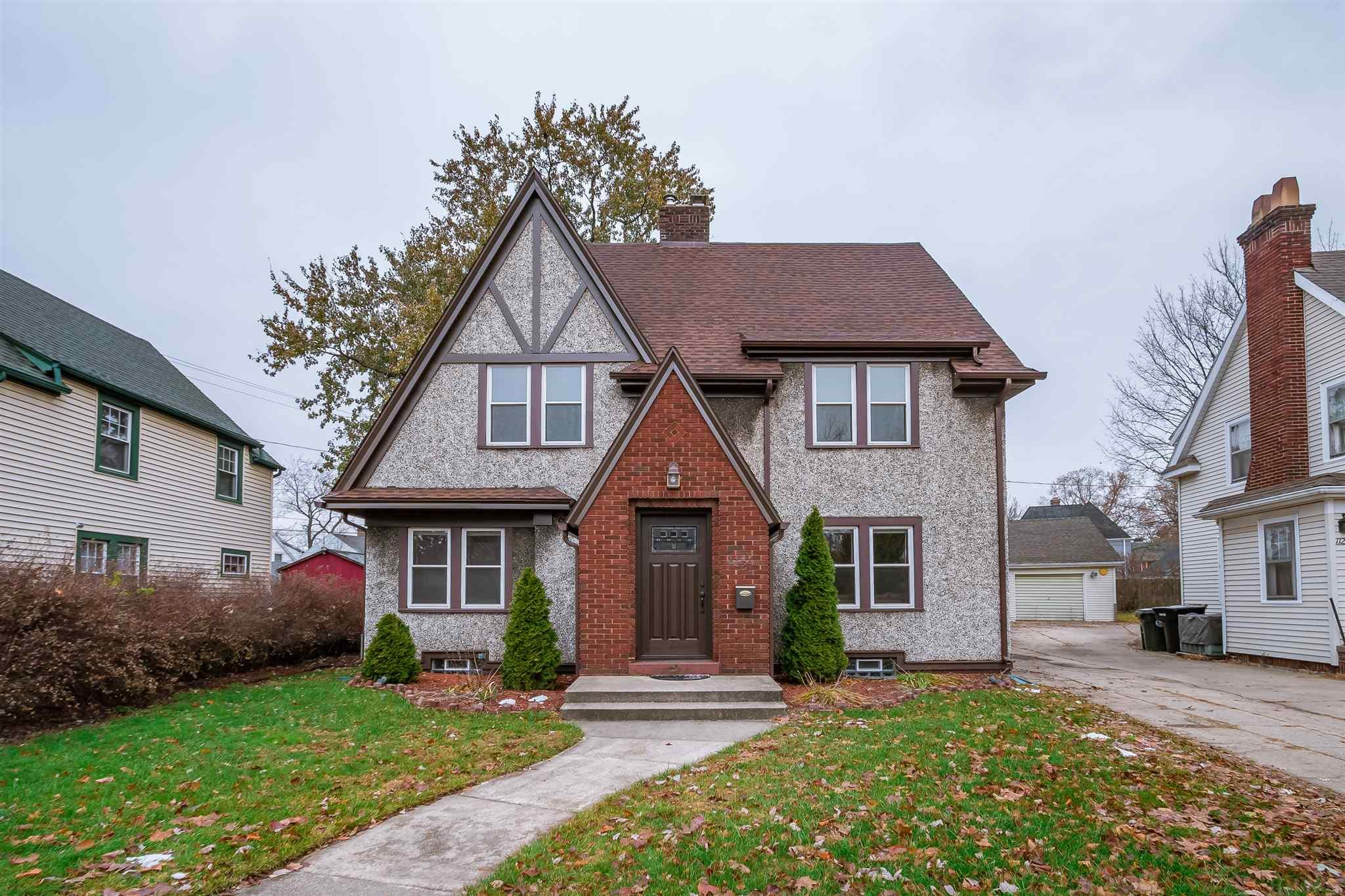 1121 Belmont South Bend, IN 46615