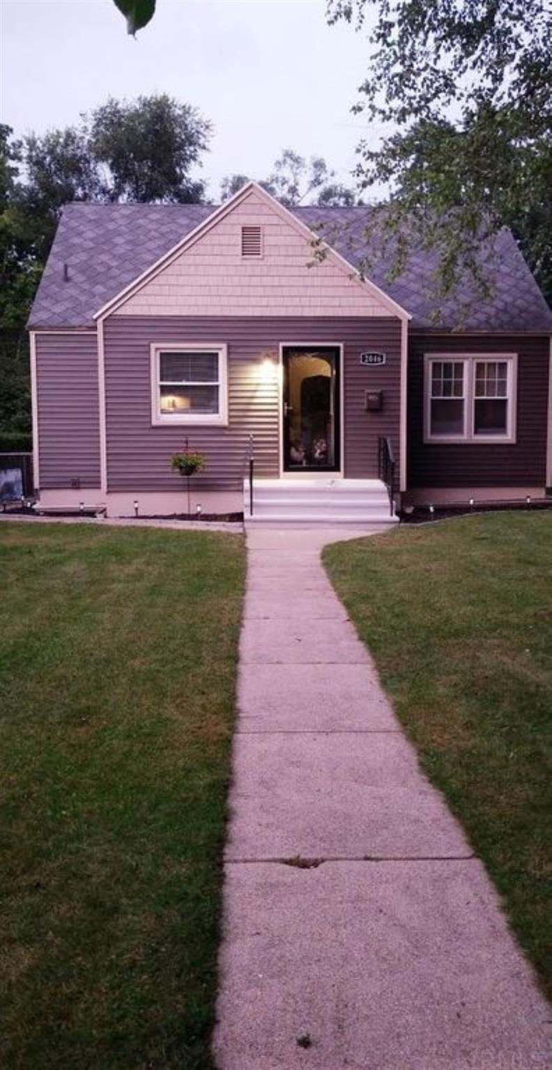 2046 Hollywood South Bend, IN 46616