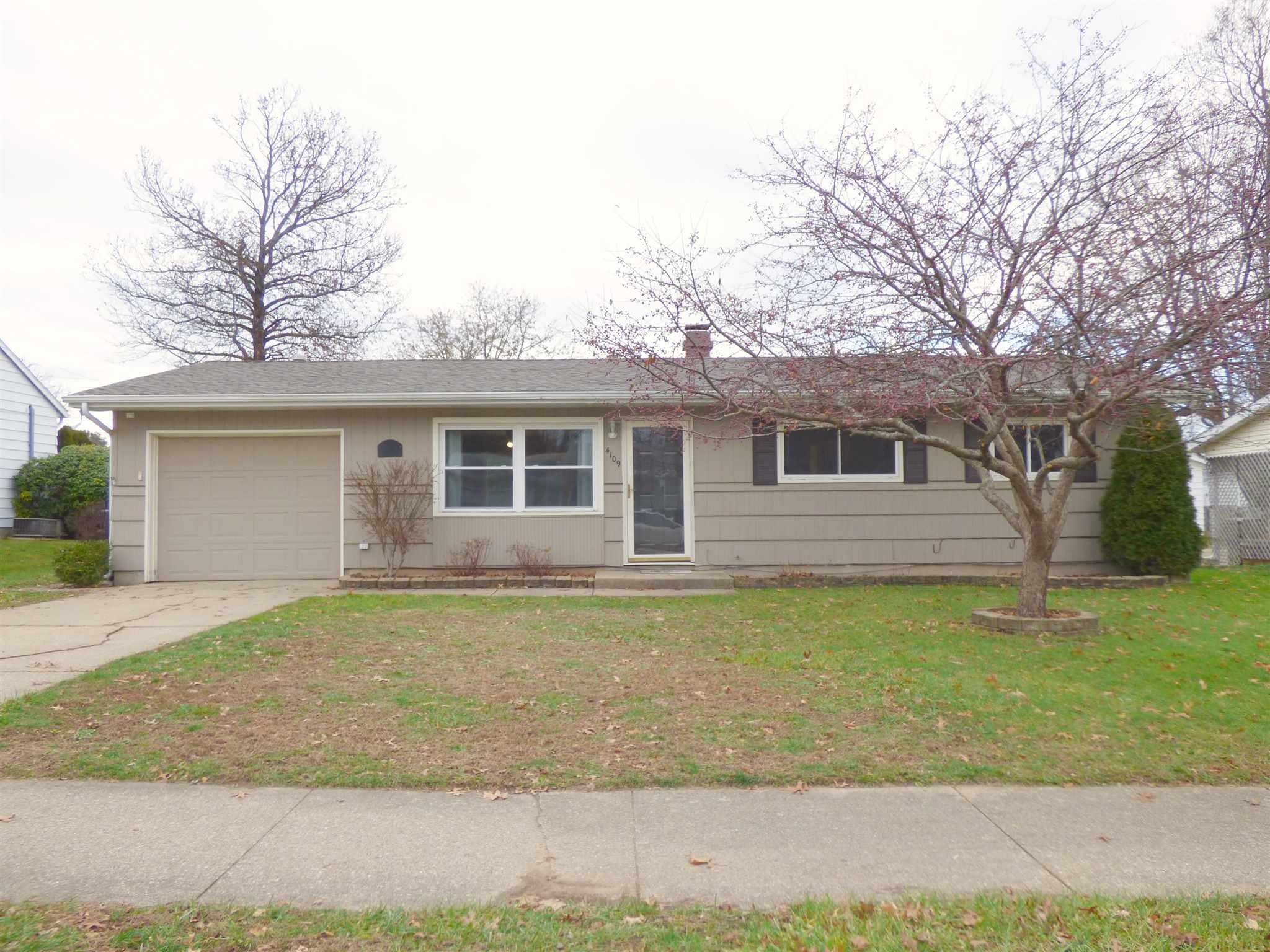 4109 Manor South Bend, IN 46614