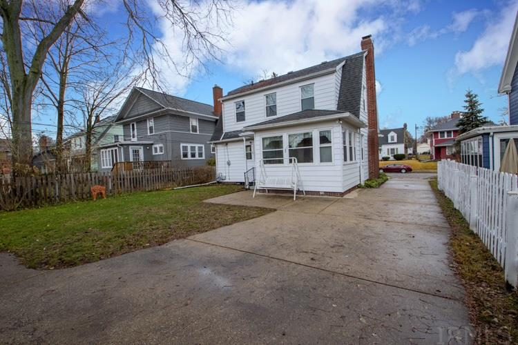 1113 Foster South Bend, IN 46617