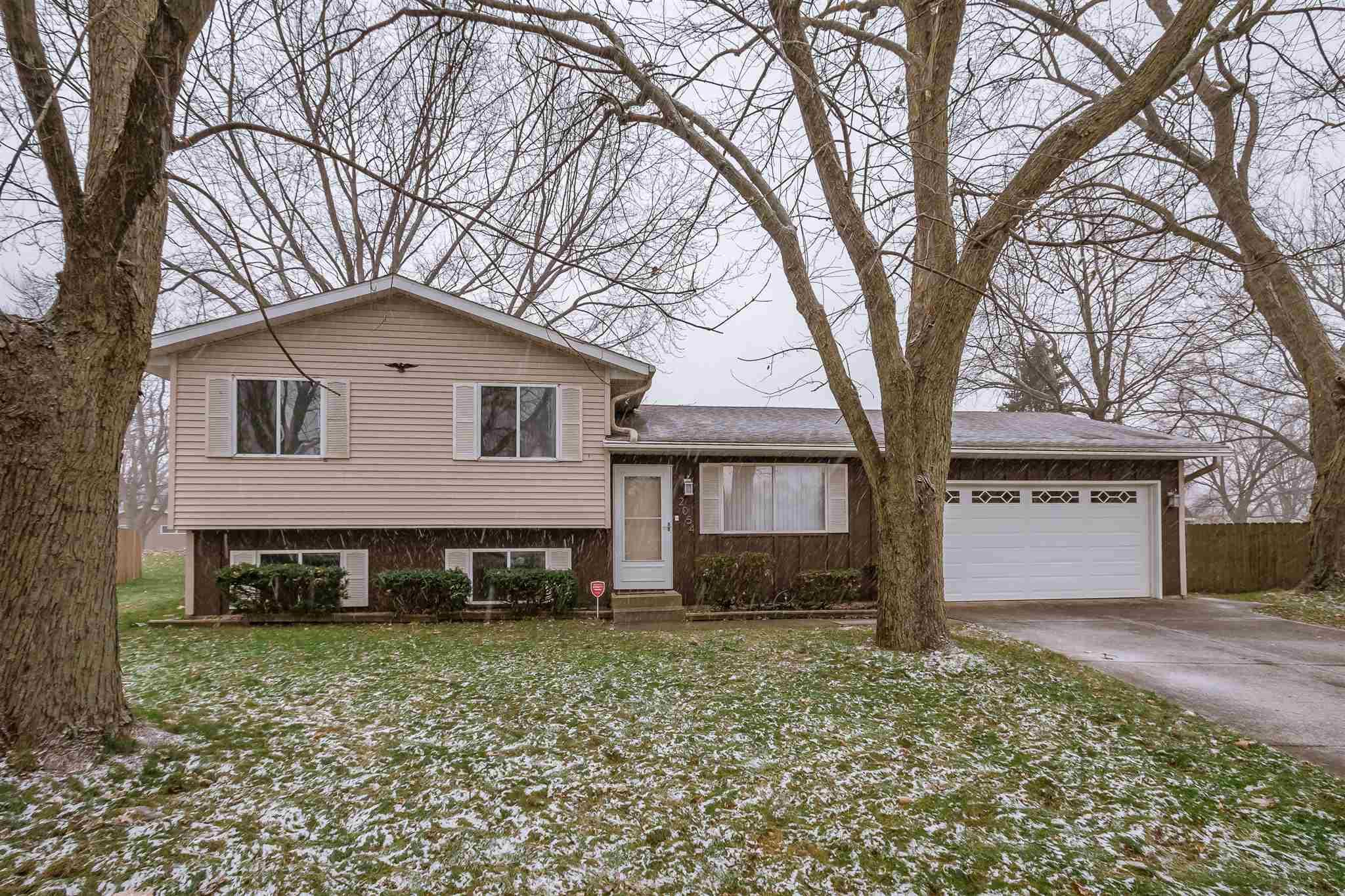 2054 Carrbridge South Bend, IN 46614