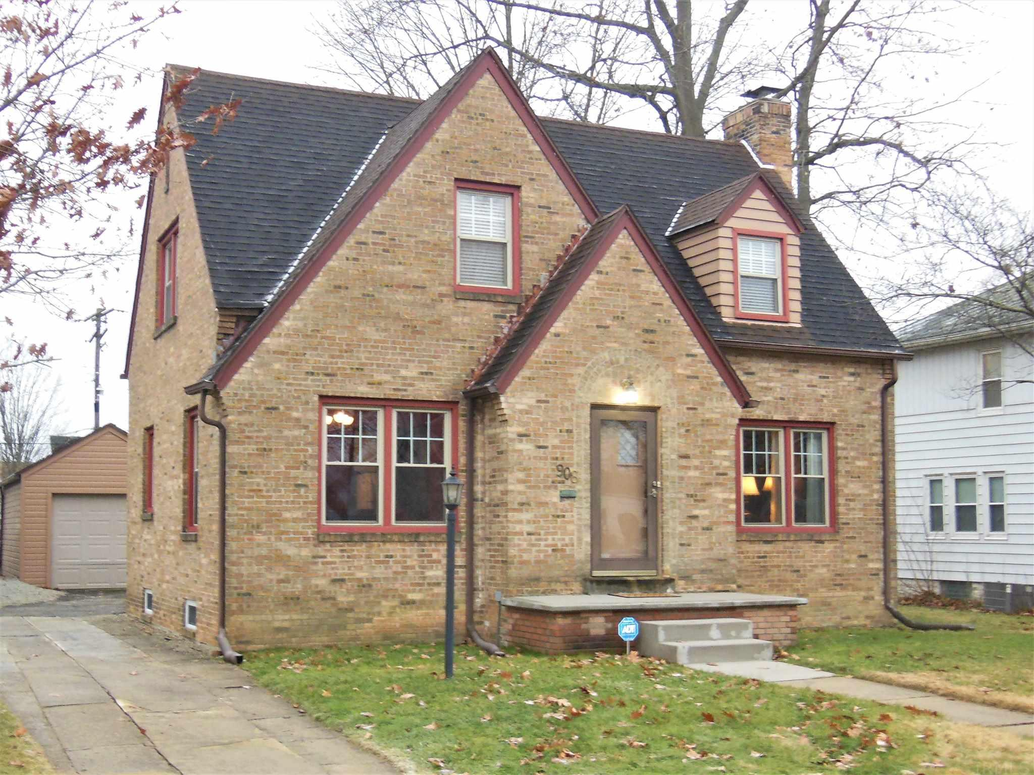 908 E Woodside South Bend, IN 46614