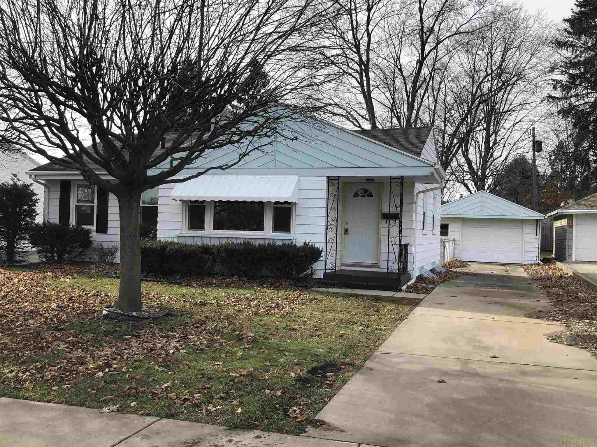 1215 Sussex South Bend, IN 46628