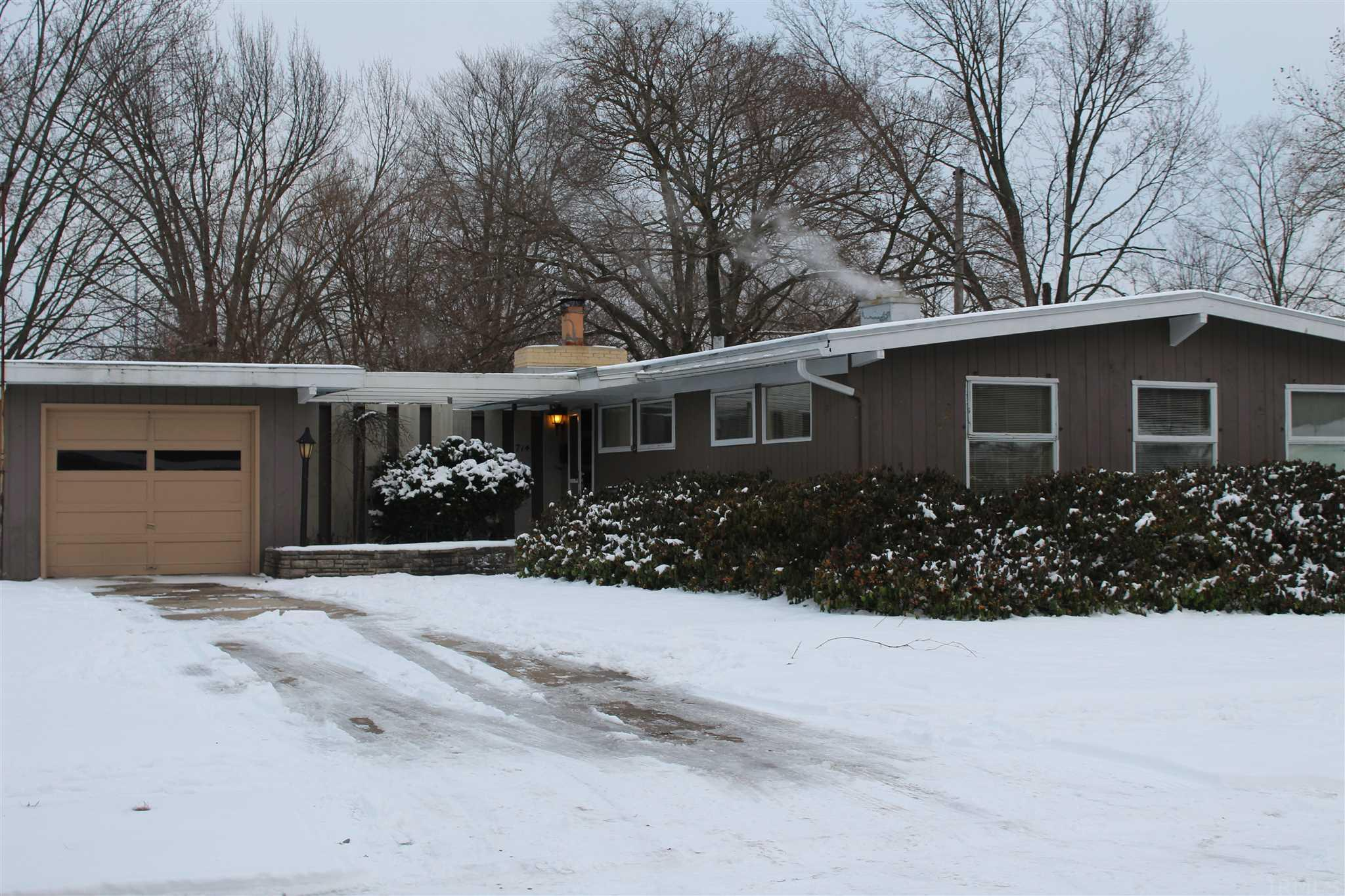 714 Whitehall South Bend, IN 46615