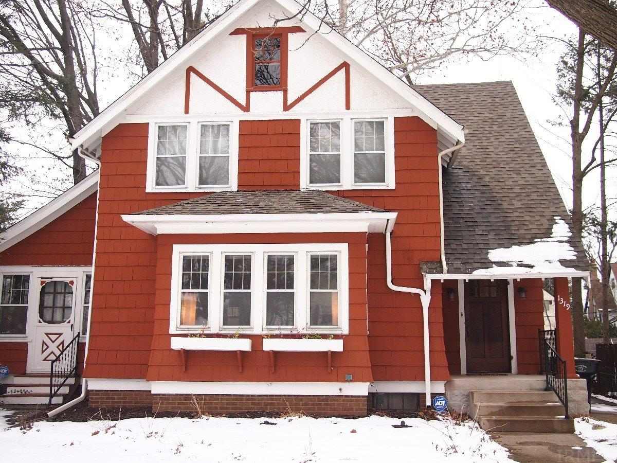1319 Sunnymede South Bend, IN 46615