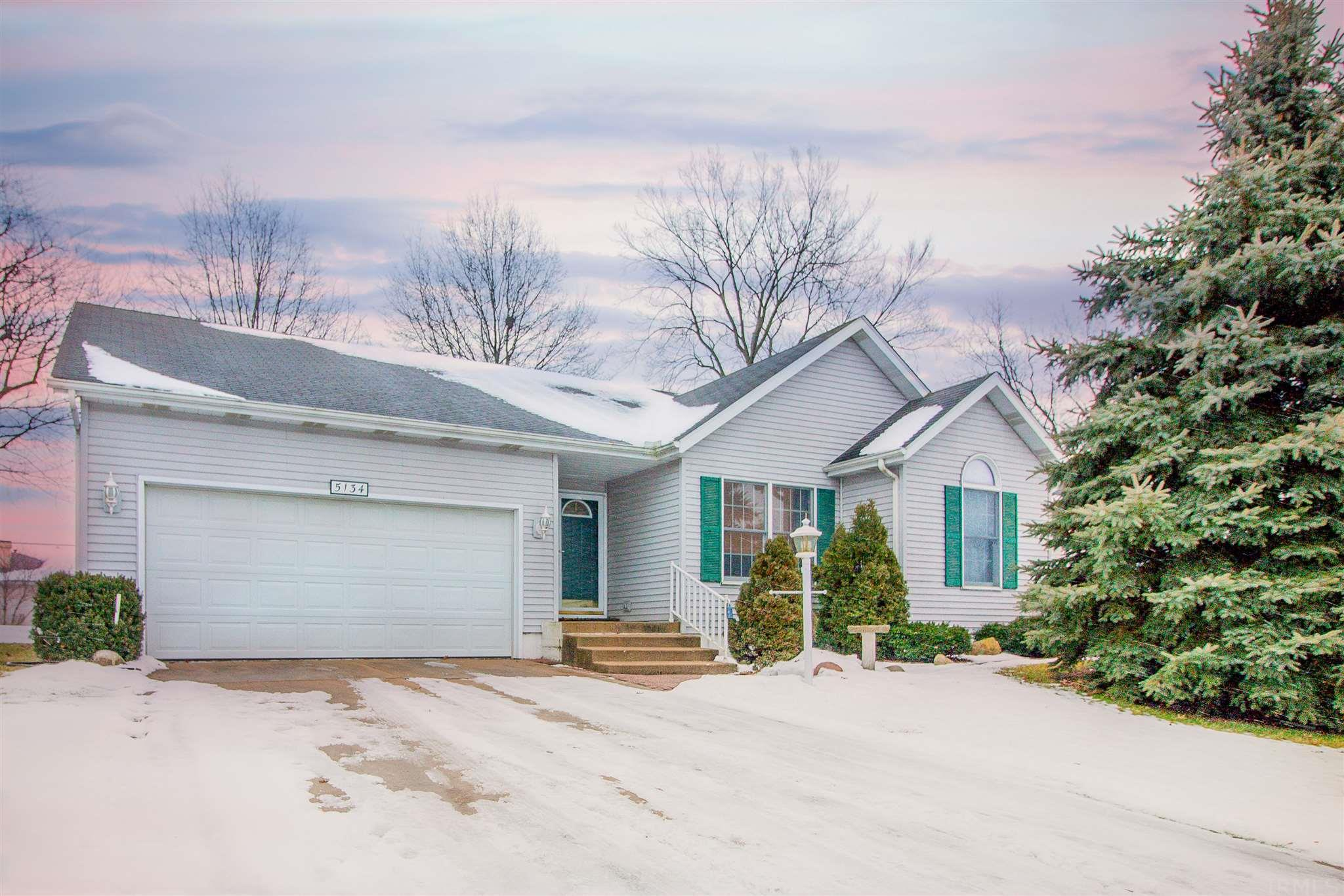5134 E Copperfield South Bend, IN 46614