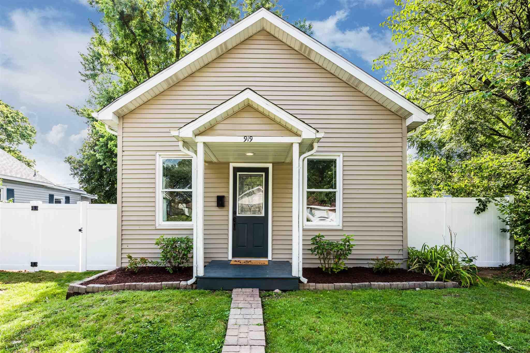 919 Stanfield South Bend, IN 46617
