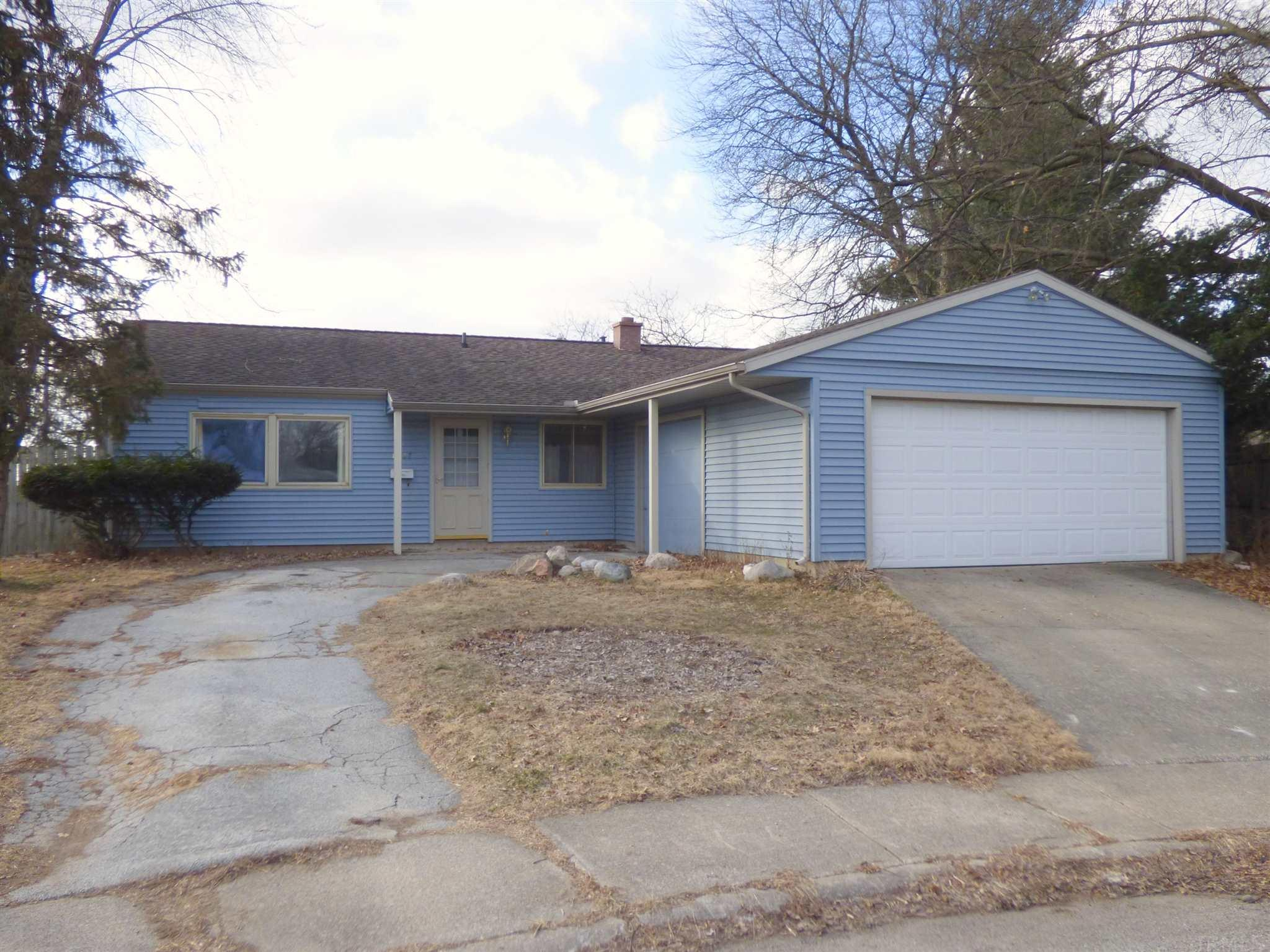 1407 Orkney South Bend, IN 46614