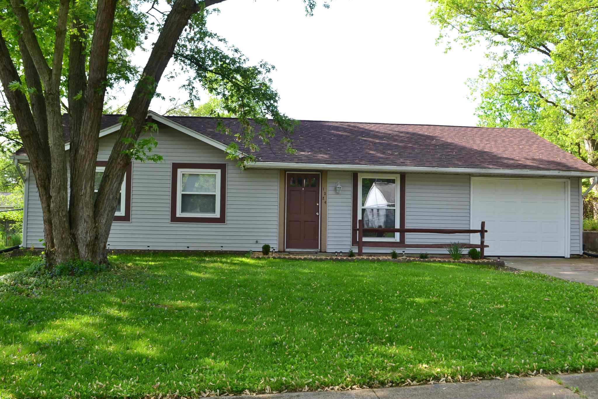1324 Northlea South Bend, IN 46628