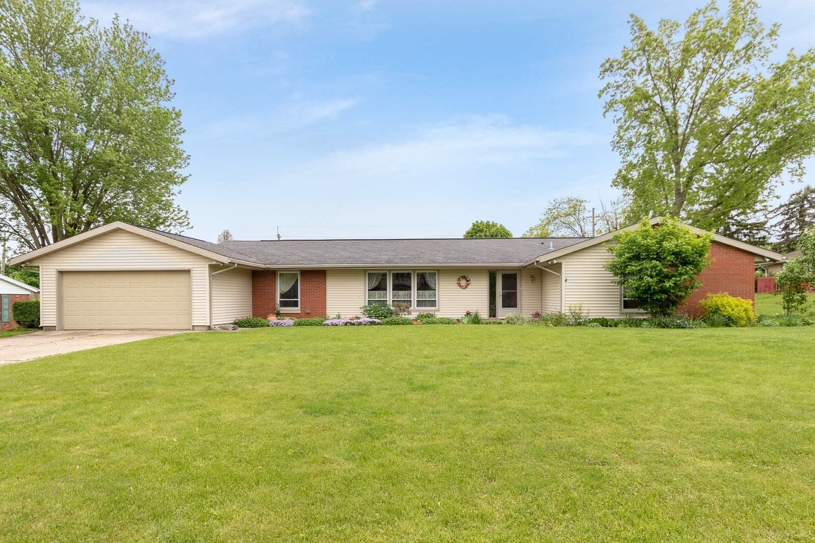 1314 Huffman South Bend, IN 46614