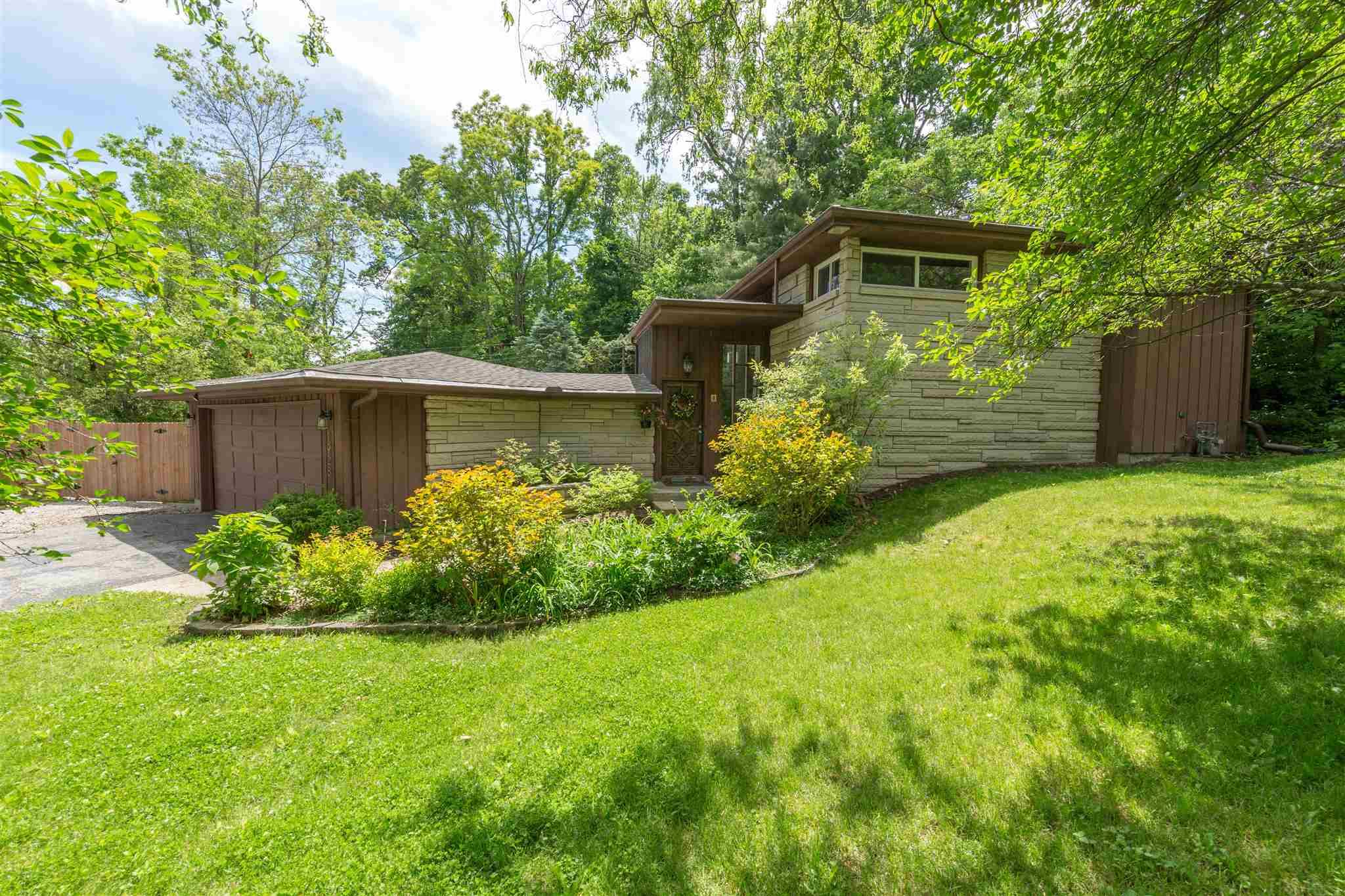 1928 Inwood South Bend, IN 46614