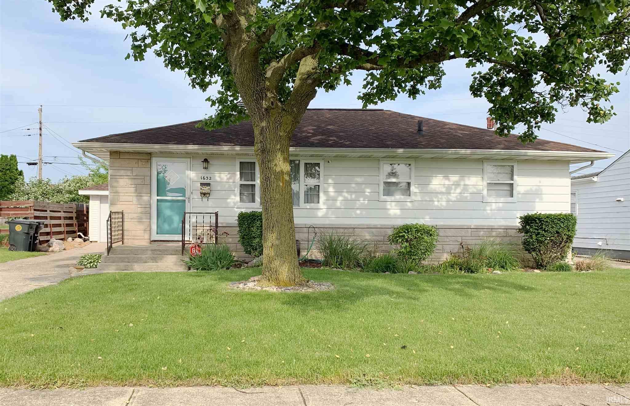 1632 N Kenmore South Bend, IN 46628