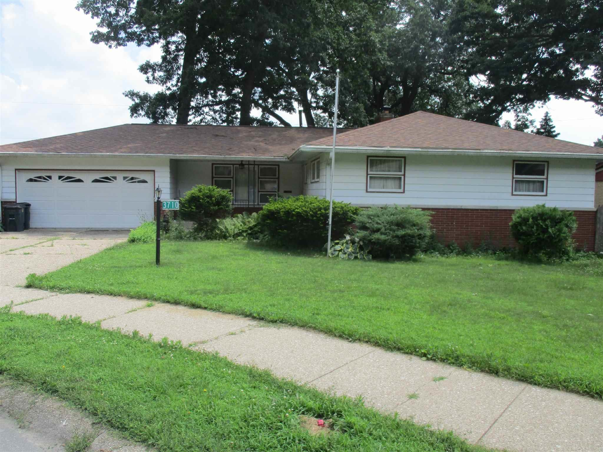 3710 Surrey South Bend, IN 46628