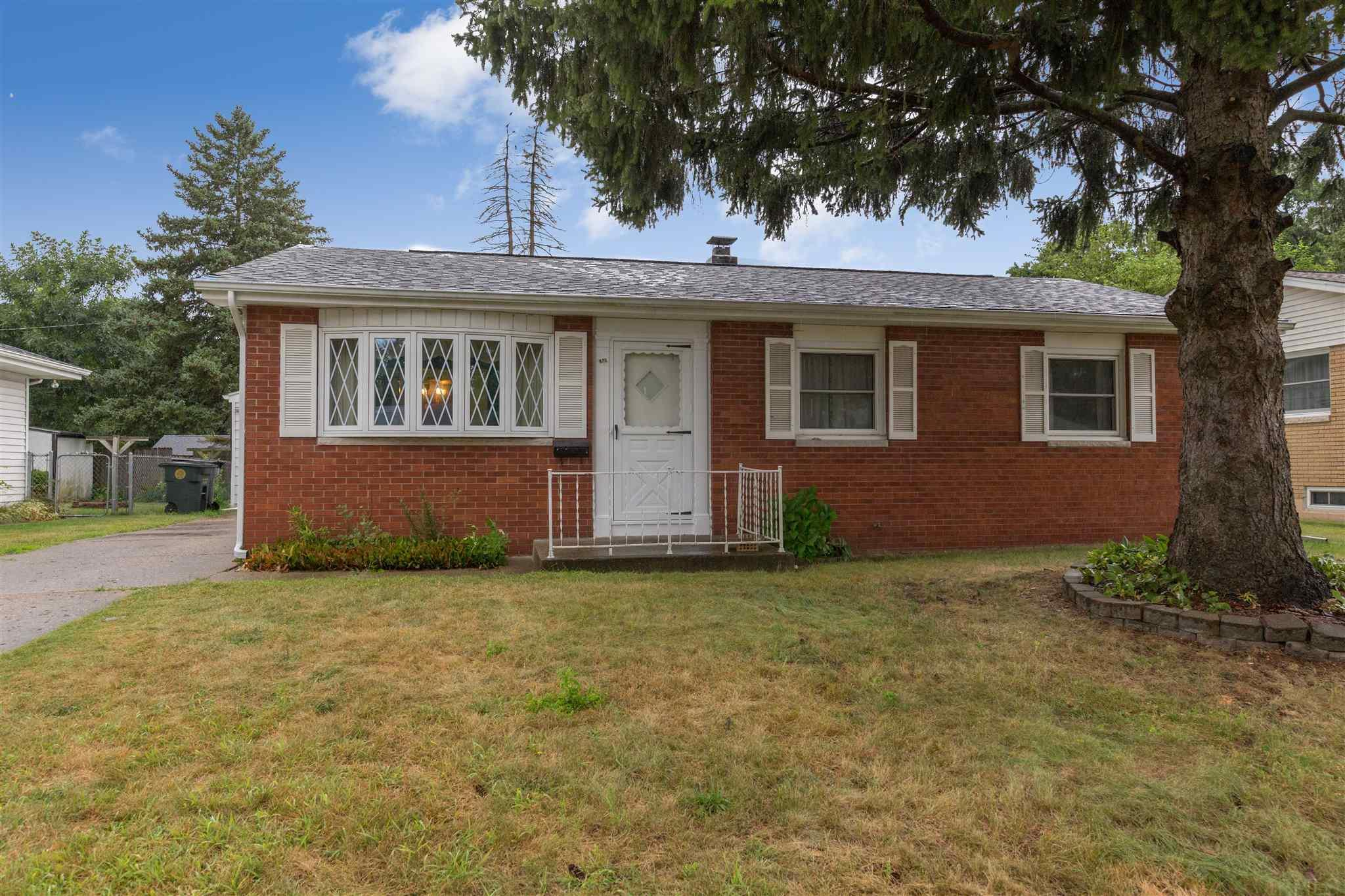1009 Woodbine South Bend, IN 46628