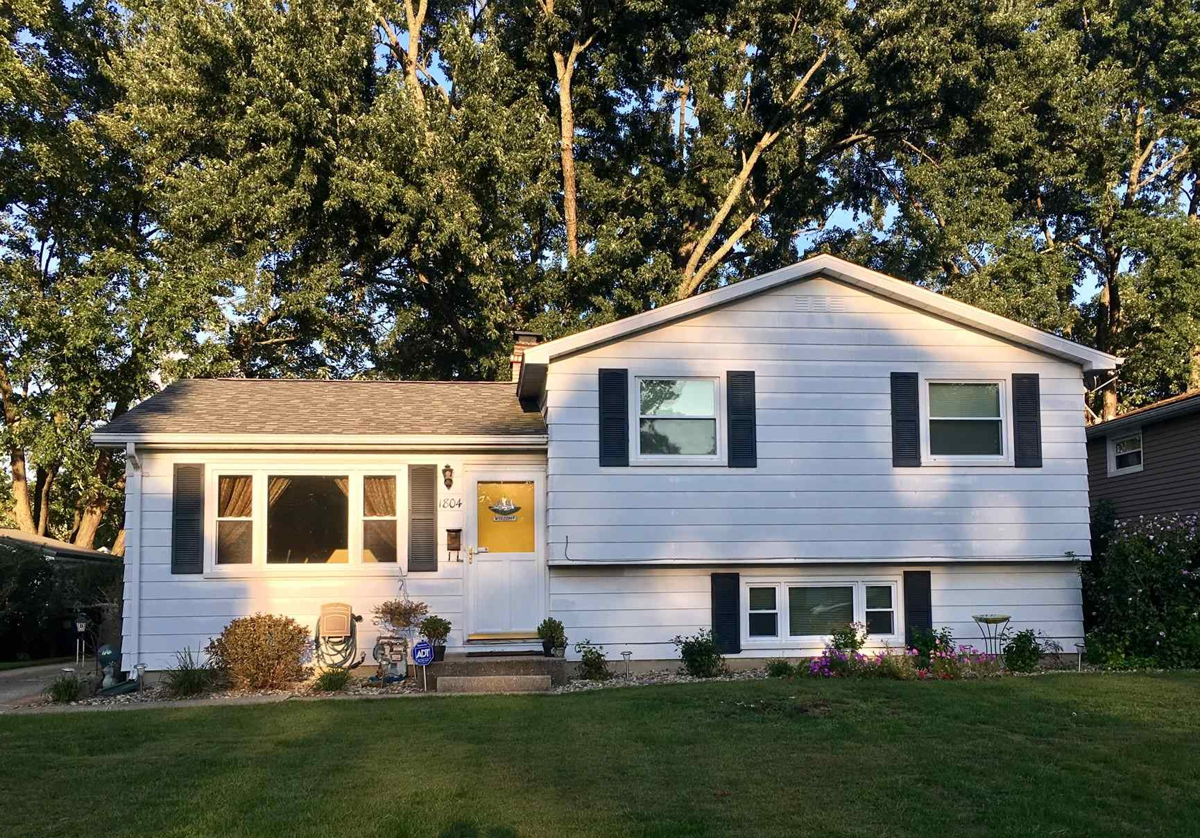 1804 Crestwood South Bend, IN 46635