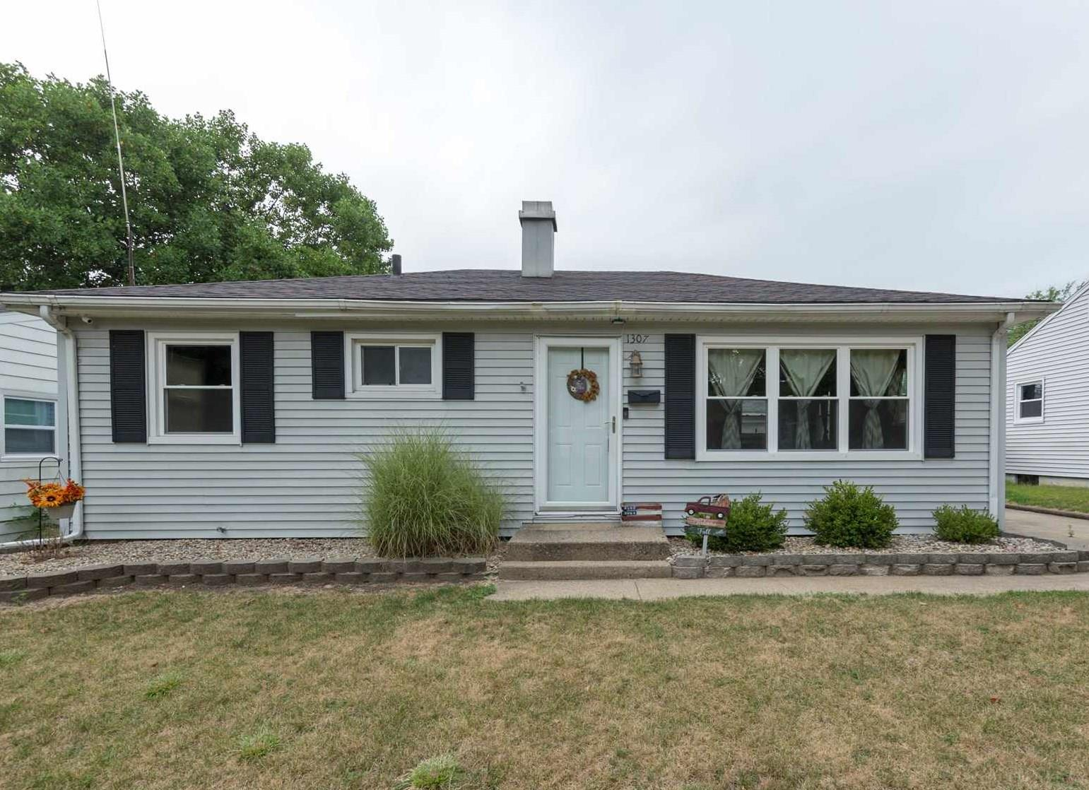 1307 Canterbury South Bend, IN 46628