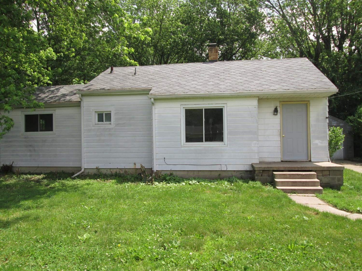 55218 Pear South Bend, IN 46628