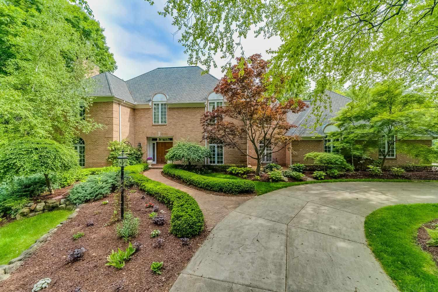 1401 Olivia South Bend, IN 46614