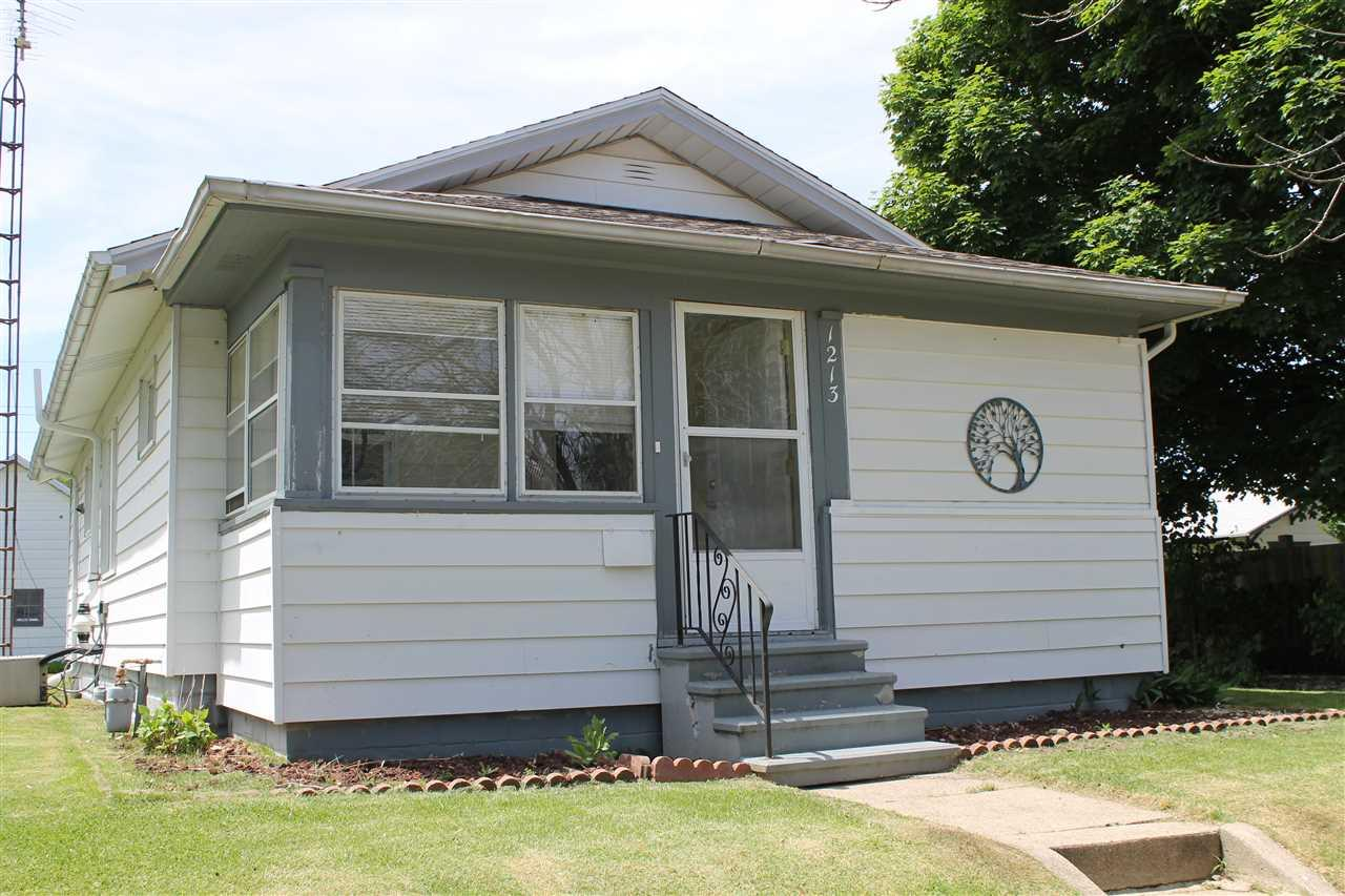 1213 S 32ND South Bend, IN 46615