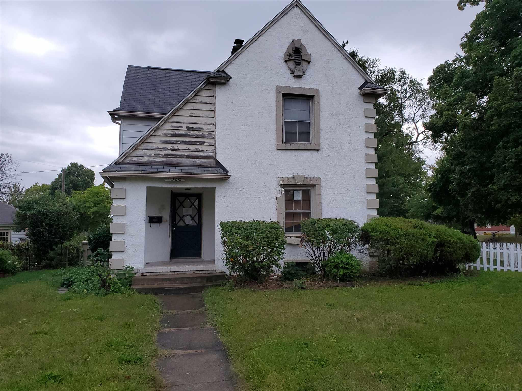 2526 Erskine South Bend, IN 46614