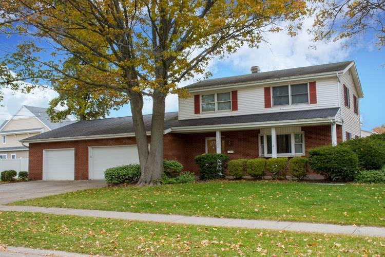 1202 Rosemary South Bend, IN 46617