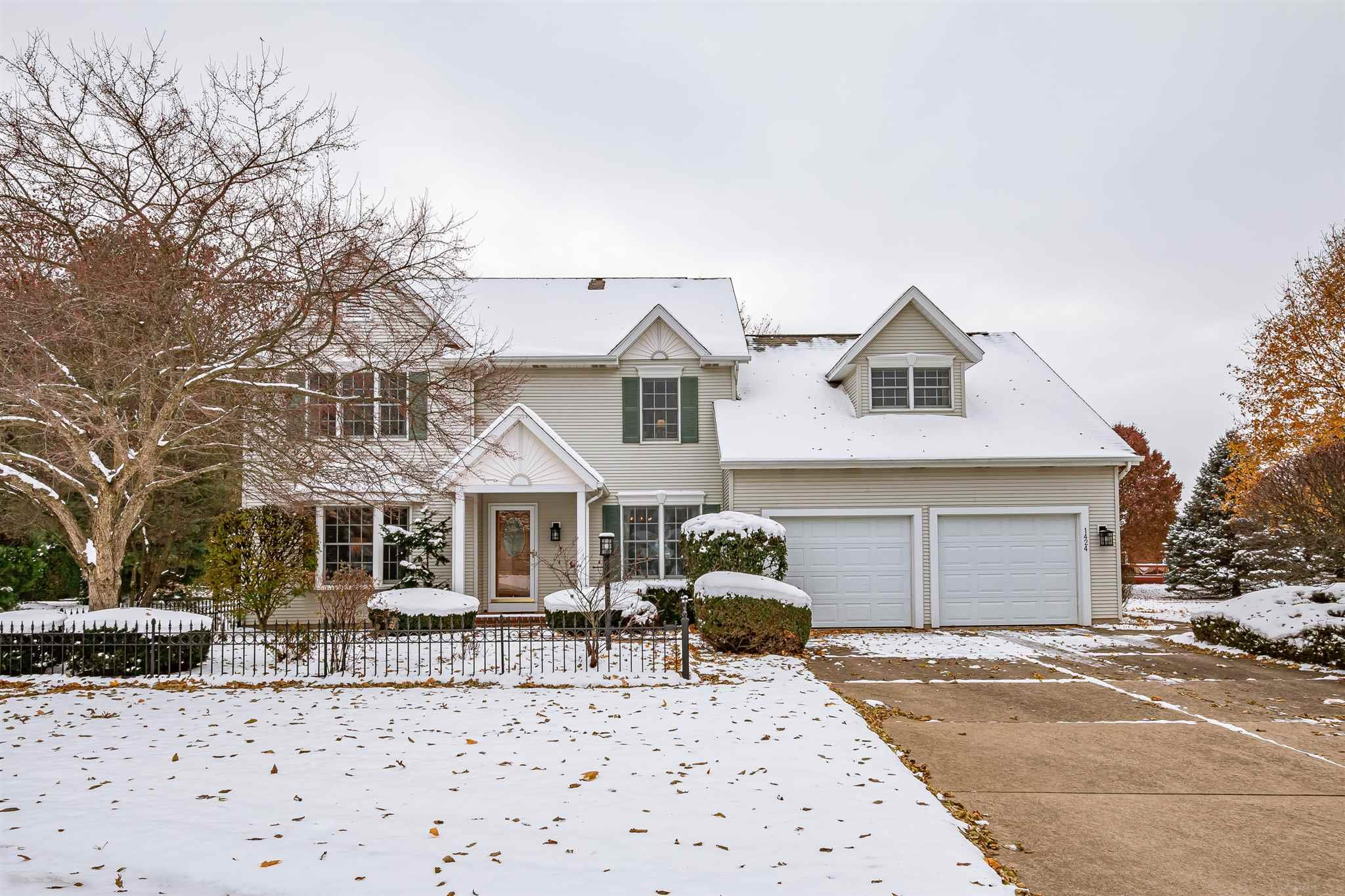 1424 Meadow South Bend, IN 46614