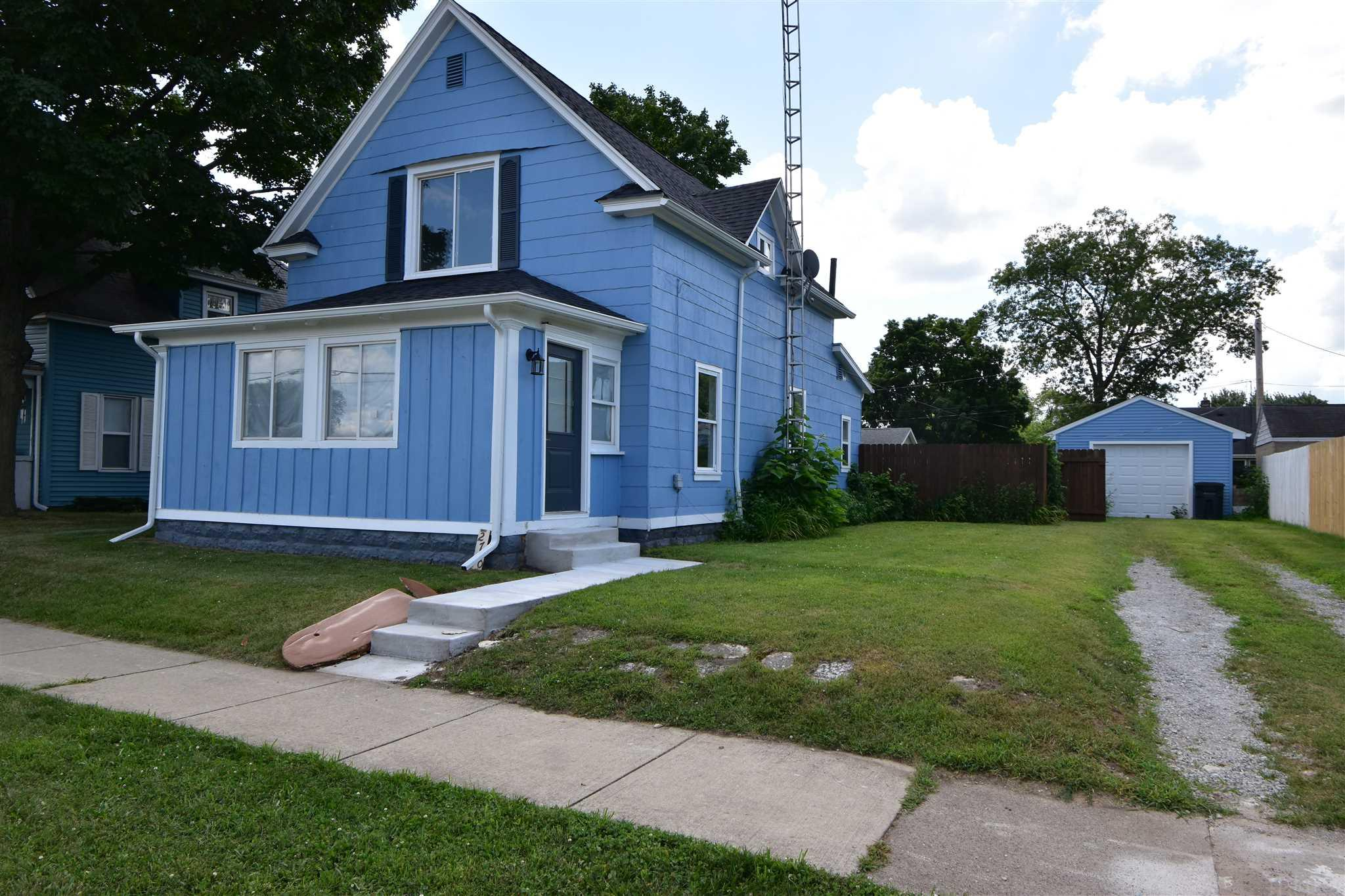 2710 Pleasant South Bend, IN 46615
