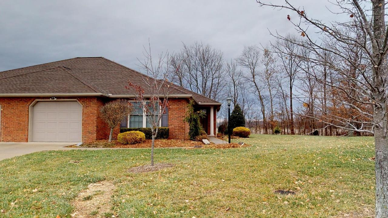 "Take a look at this attractive brick condo nestled in ""The Oaks of Westfall"" on Jasper's north side. This condo offers 3 bedrooms and 2 full baths.  Master suite lends stand-up shower and walk-in closet. The equipped kitchen is open to the living room. Seller is offering a $3000 flooring allowance.  If you're looking for easy living, this may be just the place for you. Be sure to view the 3D virtual tour!"