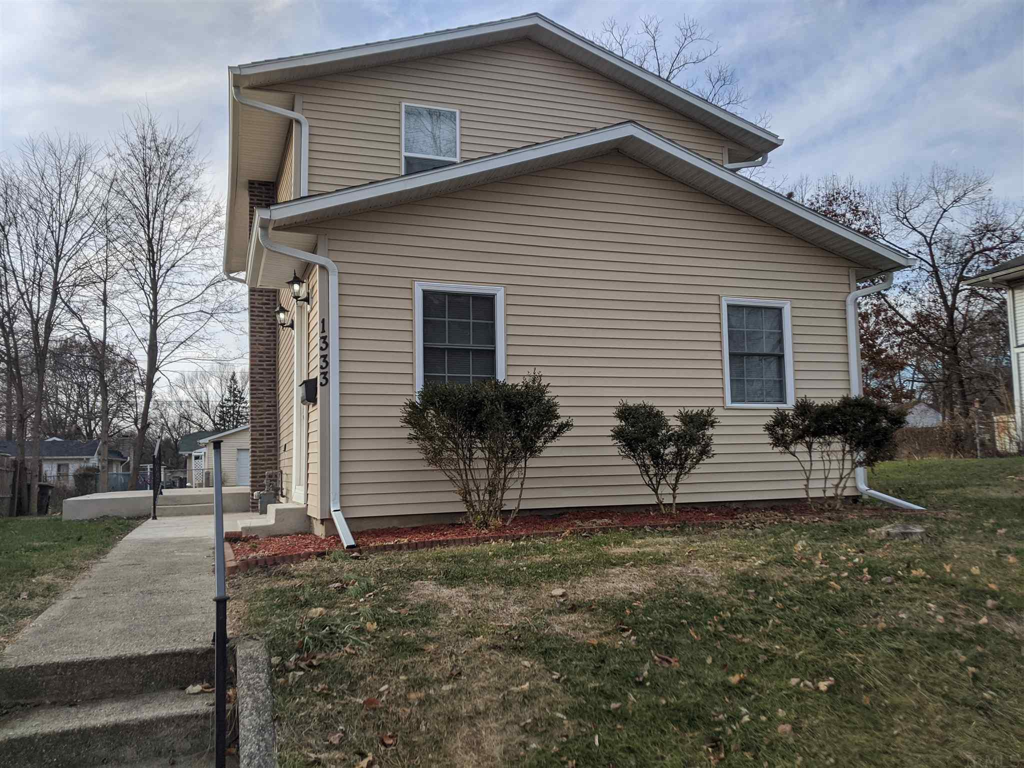 1333 S 32ND South Bend, IN 46615