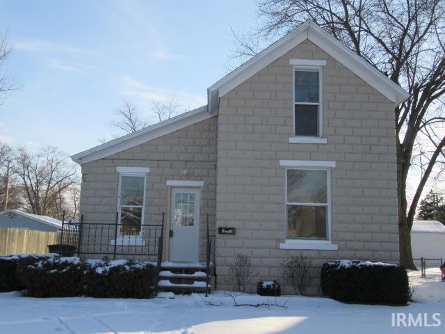 1233 Maple Row Elkhart, IN 46514