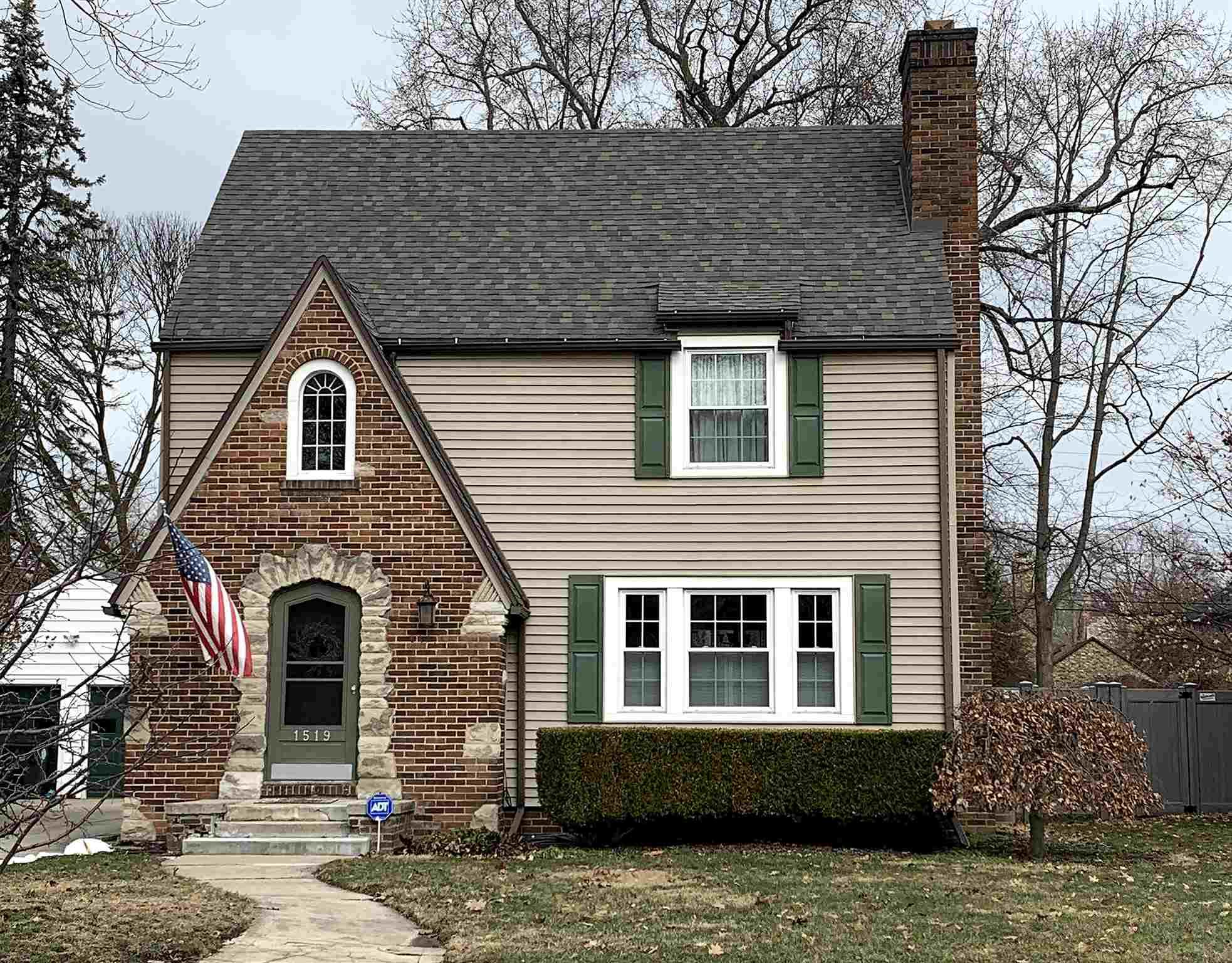 1519 Sunnymeade South Bend, IN 46615