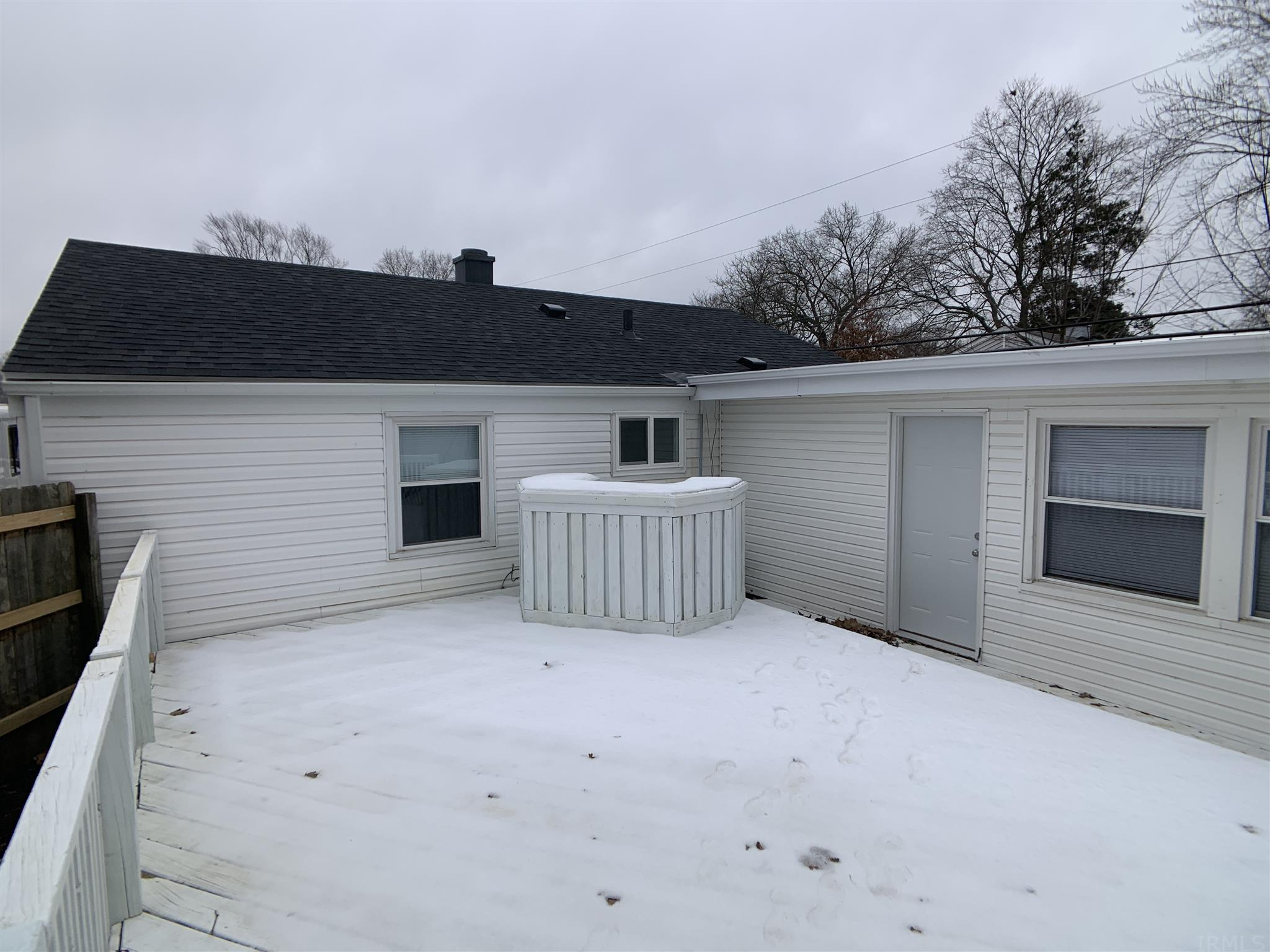 557 Manchester South Bend, IN 46615