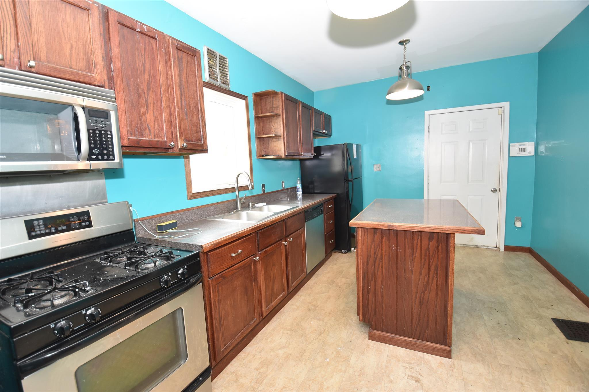 831 S 28TH South Bend, IN 46615