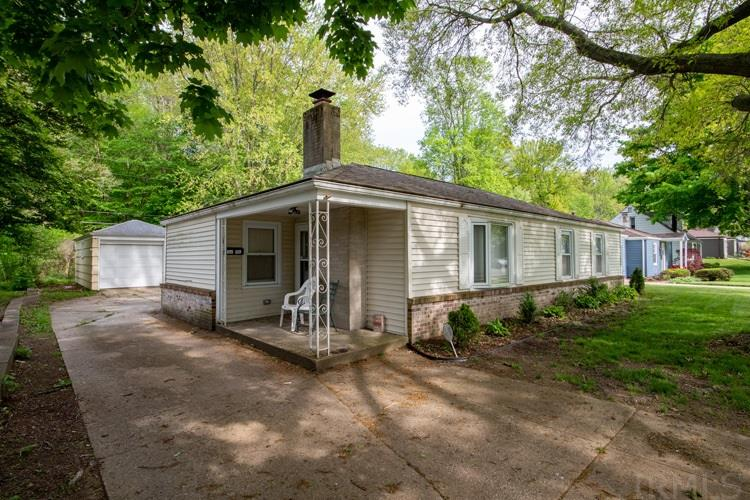 2722 Woodmont South Bend, IN 46614