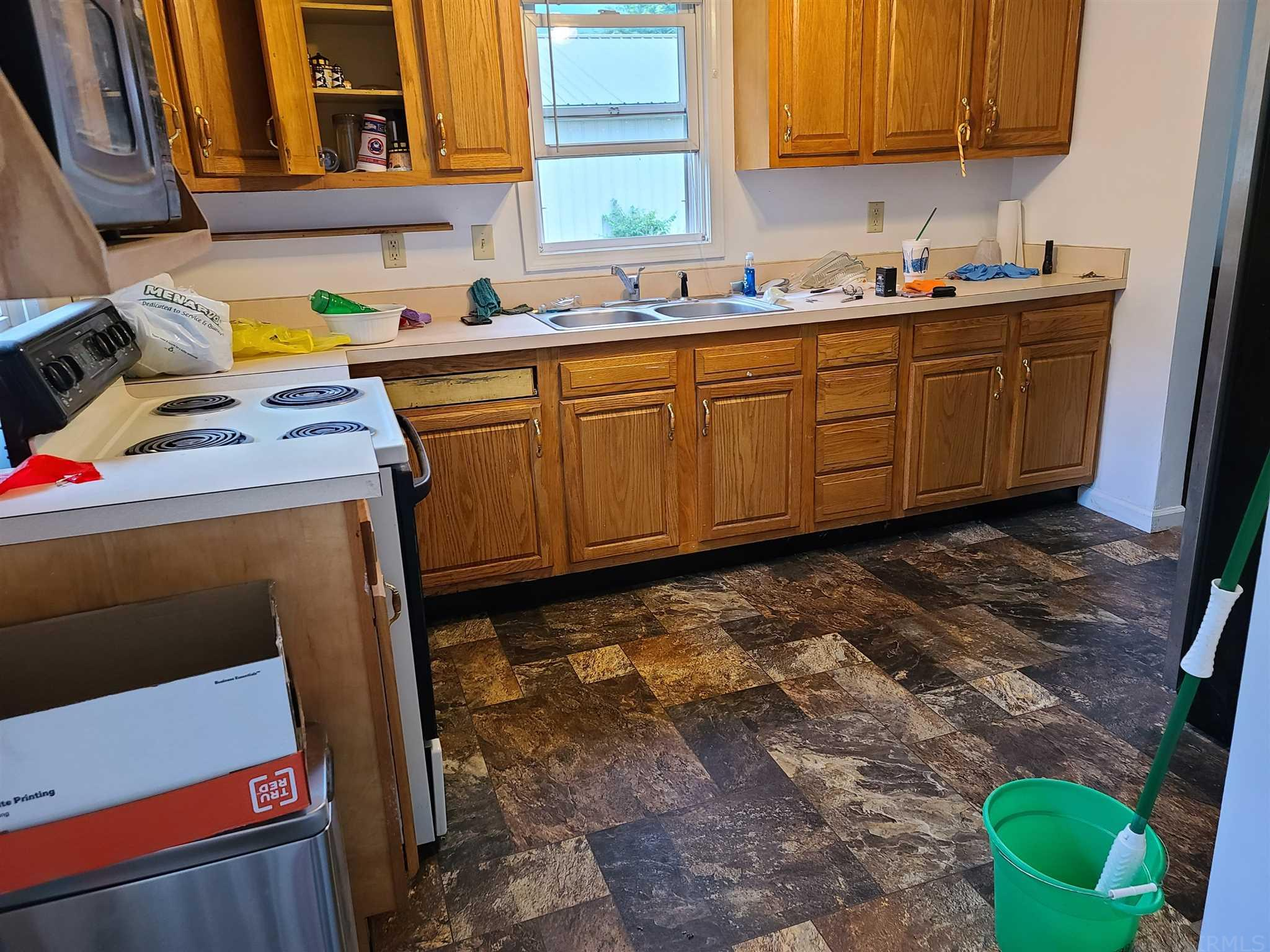 112 N Grand Lakeville, IN 46536