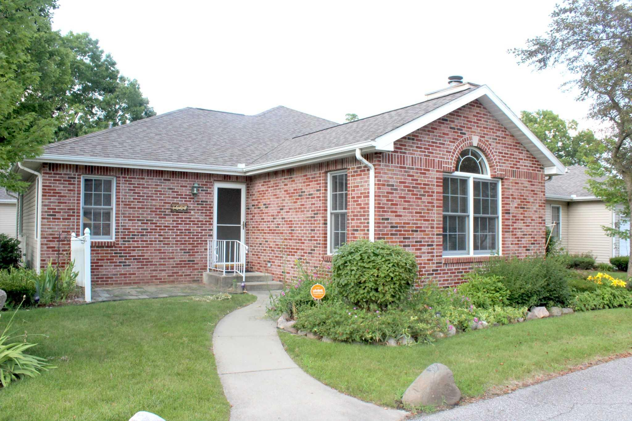 1607 Sawgrass South Bend, IN 46628