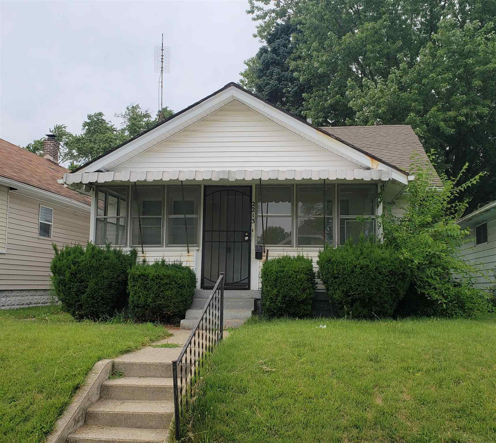 2213 Roger South Bend, IN 46628