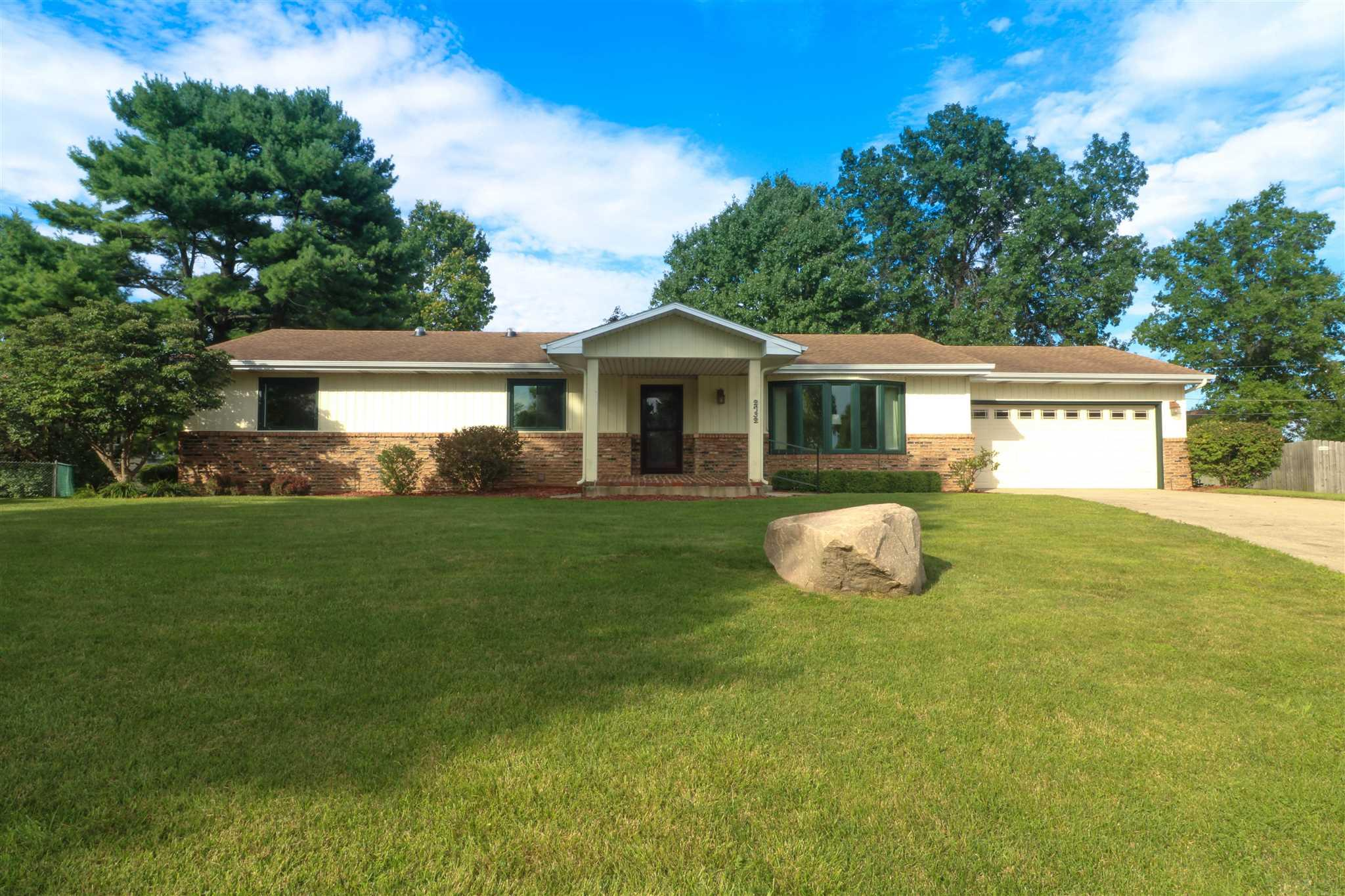 2732 Thunderbird South Bend, IN 46628