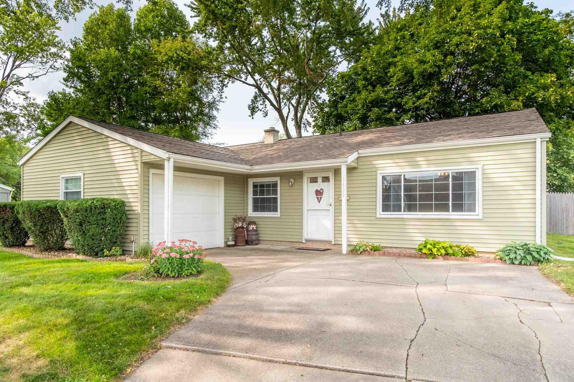 1609 Orkney South Bend, IN 46614